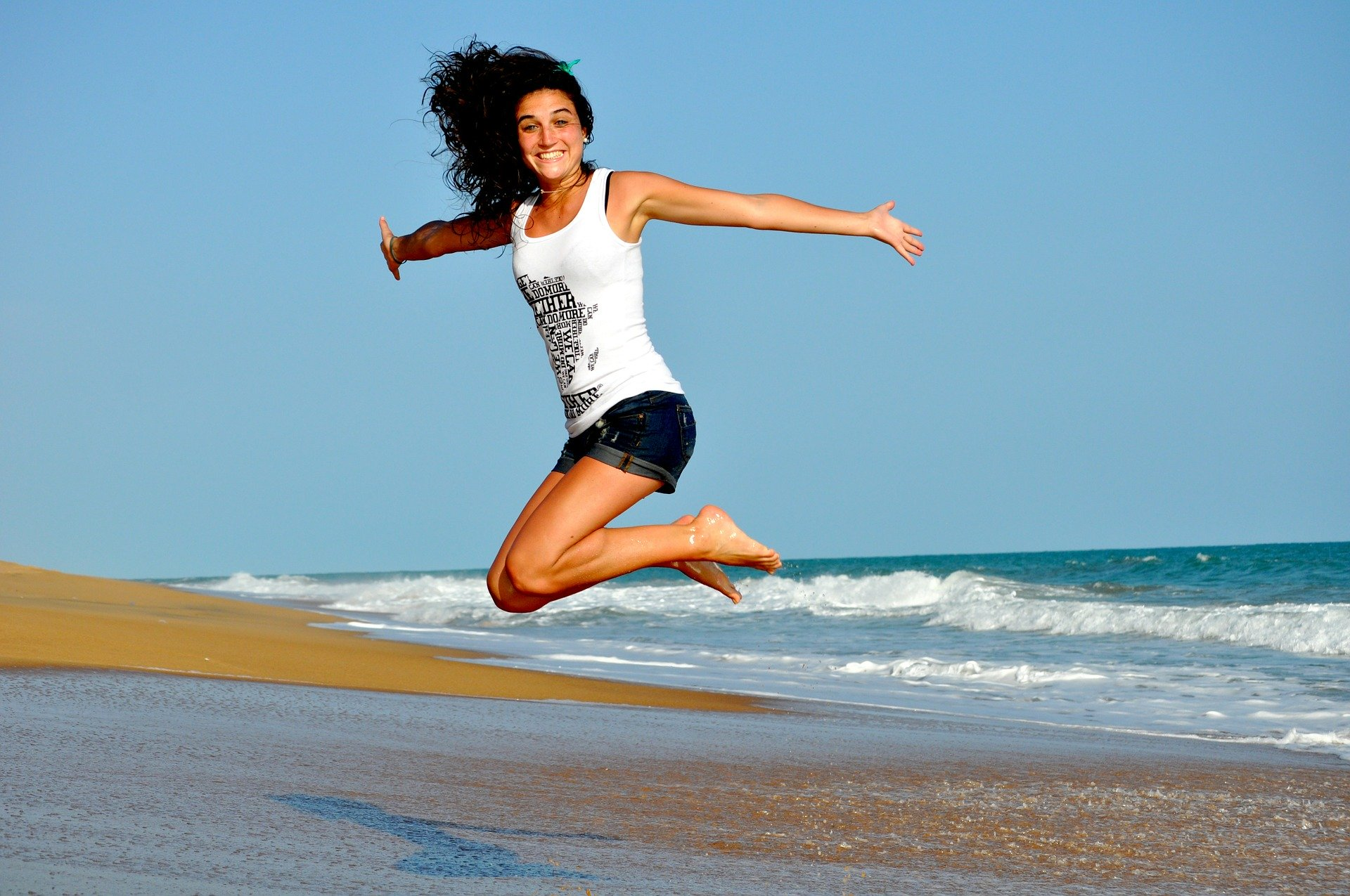 women-jumping-with-happiness-on-the-beach