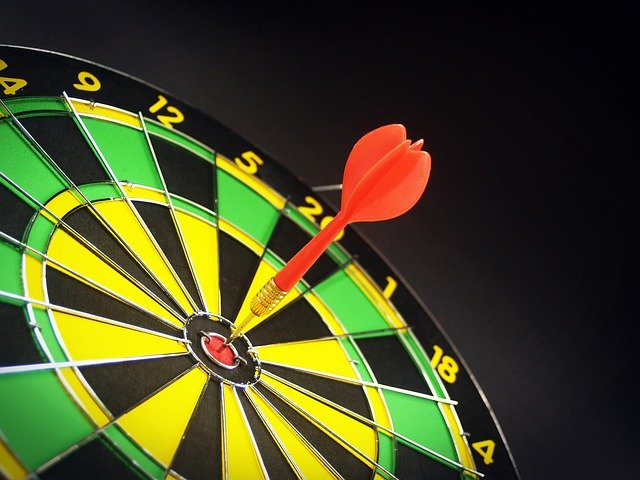 arrow-on-the-middle-spot-of-target-board