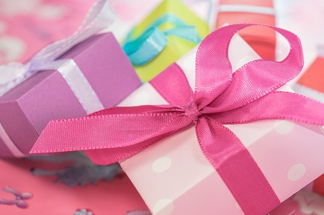 gifts-packed-with-colorful-ribbons